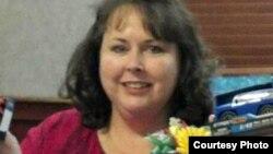Лора Шатто, мать Макса Шатто.