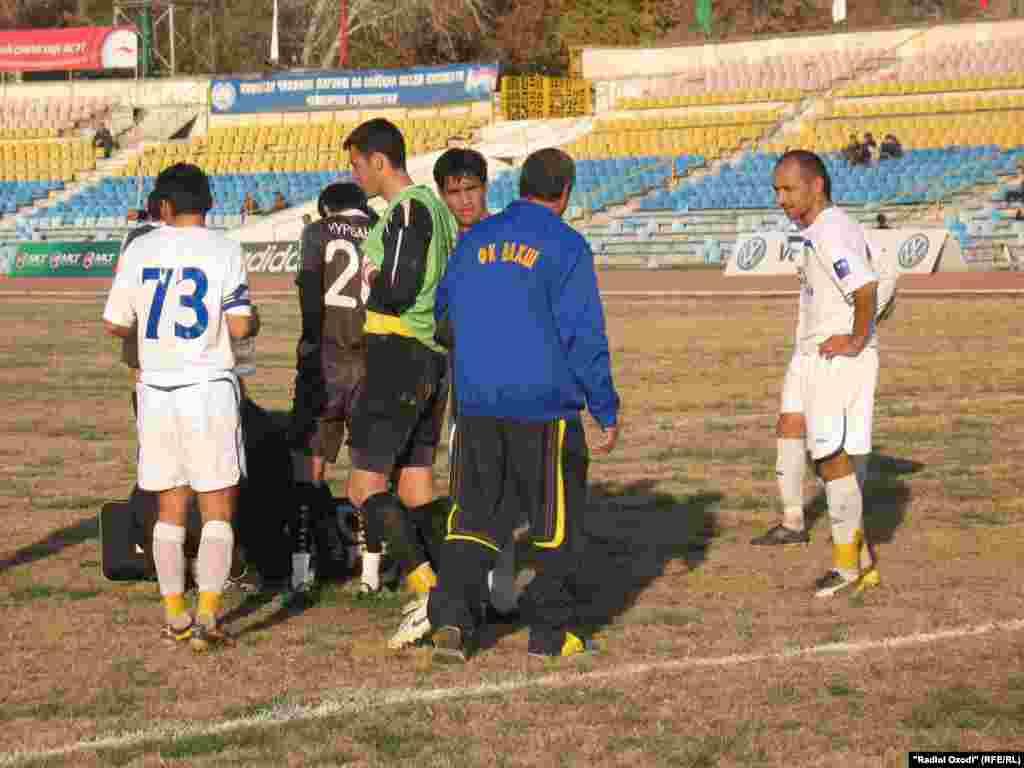 "Tajik football team of ""Istiqlol"" celebrates it victory, 29Nov2010"
