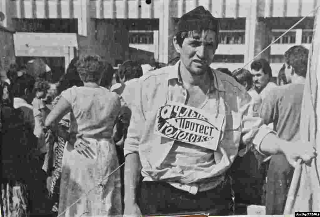 Чаллыдагы татар милли хәрәкәте җитәкчеләренең берсе Зиннур Әһлиуллин Татарстанга cоюздаш ресепублика статусы таләп итеп Чаллының Азатлык мәйданында ачлык тота. Август ае, 1990
