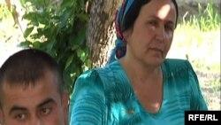Умед ва модараш апаи Фирӯза, июни соли 2009.