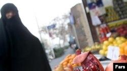 Bazarlarda milli sözlərin yalnız fars (ərəb) əlifbası ilə yazılmasına icazə verilir