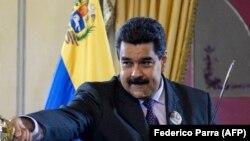 Poslanici su obećali da će suditi predsedniku Nikolasu Maduru.