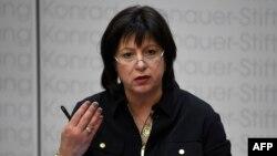 Украина молия вазири Наталия Яресько.