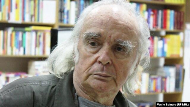 """Emil Brumaru la """"Librăria din Cartier"""" din Chişinău"""