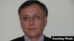 Қазбек Бейсебаев, бұрынғы дипломатиялық қызметкер.