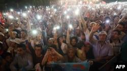 Эрдоган тарафдарлары бәйрәм итә