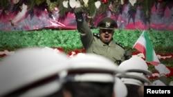 Иранские военные во время парада в честь 33-летия Исламской республики, Тегеран, 11 февраля 2012