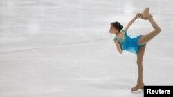 Казахстанская фигуристка Элизабет Турсынбаева на турнире в Монреале. 1 октября 2016 года.