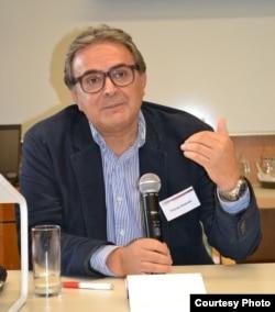 تورج اتابکی، از اساتید ایرانی در هلند است که تحقیقات مفصلی درباره تاریخ آذربایجان انجام داده است.