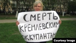 Ирина Калмыкова на одном из своих пикетов