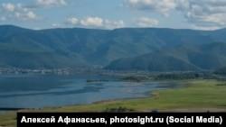 Поселок Култук на юге озера Байкал