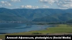 Поселок Култук на юге озера Байкал, где планировалось построить завод по выпуску воды