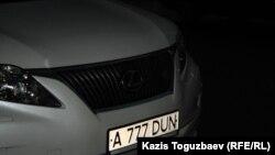 """""""Красивый"""" автомобильный номер старого образца. Алматы, 16 января 2014 года."""