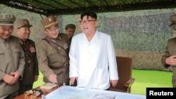 Ким Чен Ын на учениях