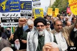 """Teheran doživljava SAD kao """"kapricioznu"""" silu i """"samoproklamovanog svetskog šerifa, piše """"Gardijan"""" (Fotografija: protesti protiv SAD, Teheran, april 2019)"""