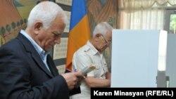 Քվեարկություն Երեւանում, արխիվ