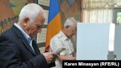 Голосование в Ереване (архивная фотография)