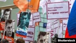 Этот снимок сделан на акции памяти Бориса Немцова в Москве 24 февраля 2019
