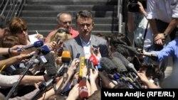 Ратко Младичның улы Дарко Младич атасы белән очрашудан соң