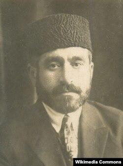 Əsrin əvvəllərində Azərbaycan maarifçisi və siyasətçi İsa bəy Aşurbəyov