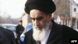 ۱۹ سال پس از درگذشت آيت الله خمينی، جناح ها و تفکرات مختلف حاضر در جمهوری اسلامی، هر يک خود را تنها پيرو اصلی آموزه های او می دانند.(عکس: AFP)