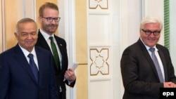 Өзбекстан президенті Ислам Каримов (сол жақта) Германия сыртқы істер министрі Франк-Вальтер Штайнмайермен (оң жақта) кездесуде. Ташкент, 30 наурыз 2016 жыл.