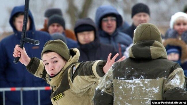 Участники военно-патриотического клуба подготовили показательный бой к мероприятиям в честь российского Дня защитника Отечества. Евпатория, 23 февраля 2019 года