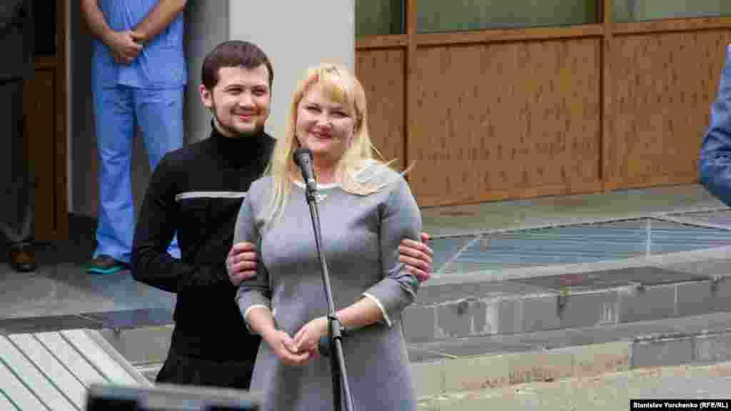 Геннадий с матерью Ольгой Афанасьевой