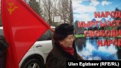 Клара Ажибекова митинг учурунда. 27-февраль, 2015-жыл. Бишкек.