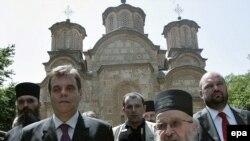 Vojislav Koštunica, svojevremeno premijer Srbije, u poseti manastiru Gračanica na Kosvu, jun 2006. godine - iz arhive