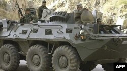 Ushtarët turq patrullojnë me makinë të blinduar në provincën Hakari