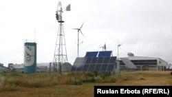 Экспериментальная электростанция SunPower Oasis C-7 мощностью 25 киловатт-пик в технопарке NURIS в Астане, 10 июля 2015 года.