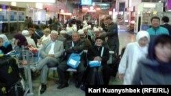 Пассажиры, ожидающие вылета из Алматы. Иллюстративное фото.