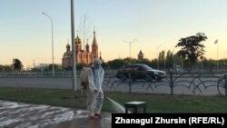 Обработка улиц в Актобе, административном центре Актюбинской области.