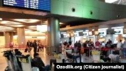 Истанбул аэропортидаги ўзбекистонликлар, 22 март, 2020 йил.