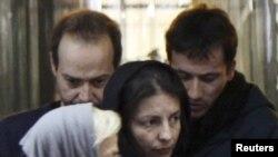 Арестованные в Иране германские журналисты во время встречи со своими родными