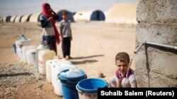 Иракцы в лагере для беженцев к югу от Мосула. 9 августа 2017 года.