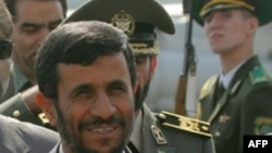 محمود احمدی نژاد، رییس جمهوری ایران می گوید که در کشور احدی حق ندارد از تعلیق حرف بزند.