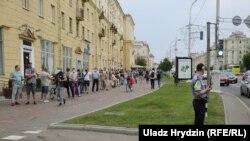 Люди на масовому пікеті у Мінську