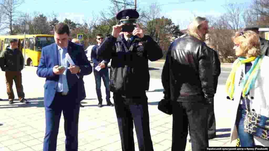 Crimea, Simferopol - policeman at the monument to Taras Shevchenko, 09Mar2017