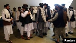 گروه طالبان فیصله امروز لویه جرگه در مورد رهایی ۴۰۰ زندانی خود را یک گام مثبت خواند.