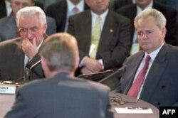 Predsjednici Hrvatske Franjo Tuđman (L) i Srbije Slobodan Milošević (D) tokom prvog nada pregovora.