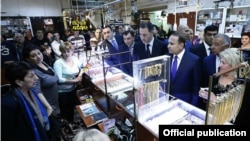Armenia - Prime Minister Hovik Abrahamian visits a jewelry market in Yerevan,11Apr2015