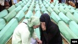 Potočari, ukop ubijenih Bošnjaka