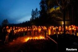Церемония памяти солдат, погибших в годы Великой Отечественной войны. Деревня Большое Тишово под Смоленском.