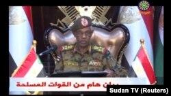 Про це в ефірі національного телебачення оголосив міністр оборони Судану Авад Ібн Ауф