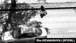 18 миллионов лари на восстановление примерно пяти десятков улиц Тбилиси будет распределено между двумя компаниями – победителями тендера. Вдаваться в подробности тендера городские власти не стали