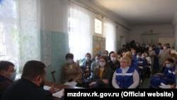 Сотрудники керченской станции скорой помощи на встрече с руководством российского Минздрава Крыма, 10 мая 2020 года