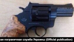 Револьвер, що вилучили українські прикордонники на пункті пропуску «Каланчак»