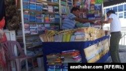 Hususy kitapçylaryň köpüsinde häzirki döwürde neşir edilen täze türkmen kitaplary örän az.
